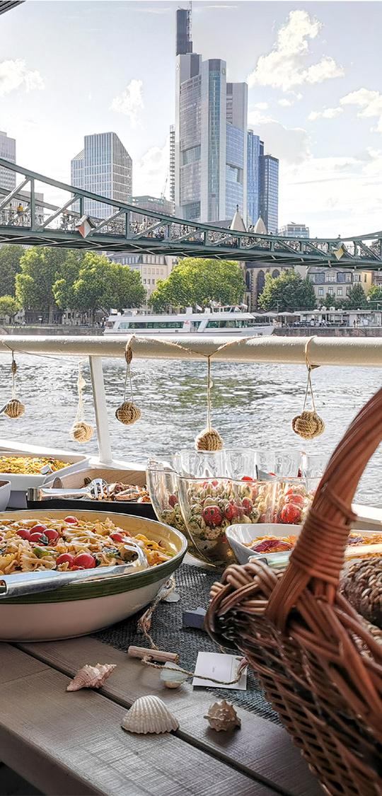 Eventmanagement – Buffet vor Frankfurter Skyline